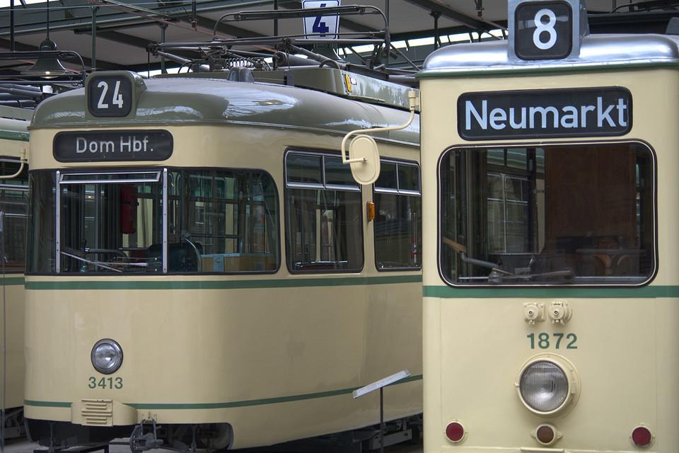 Alte Straßenbahnen
