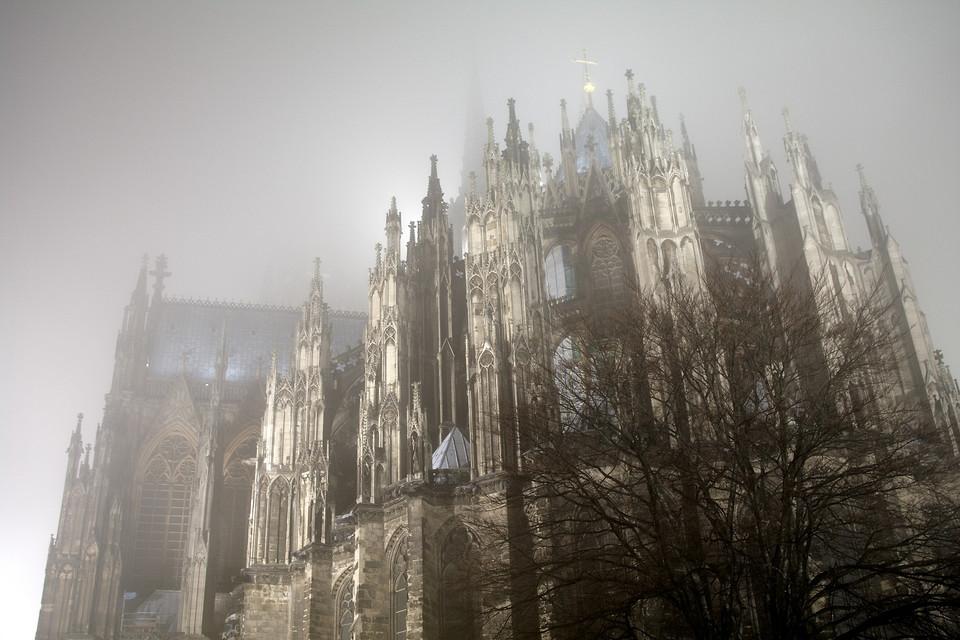 Domrückseite im Nebel