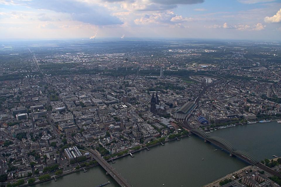Luftbild Rhein und Kölner Innenstadt