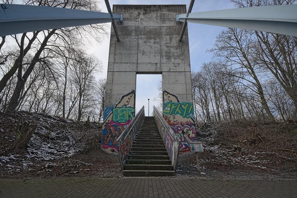 Herkulesbrücke, Vorderseite