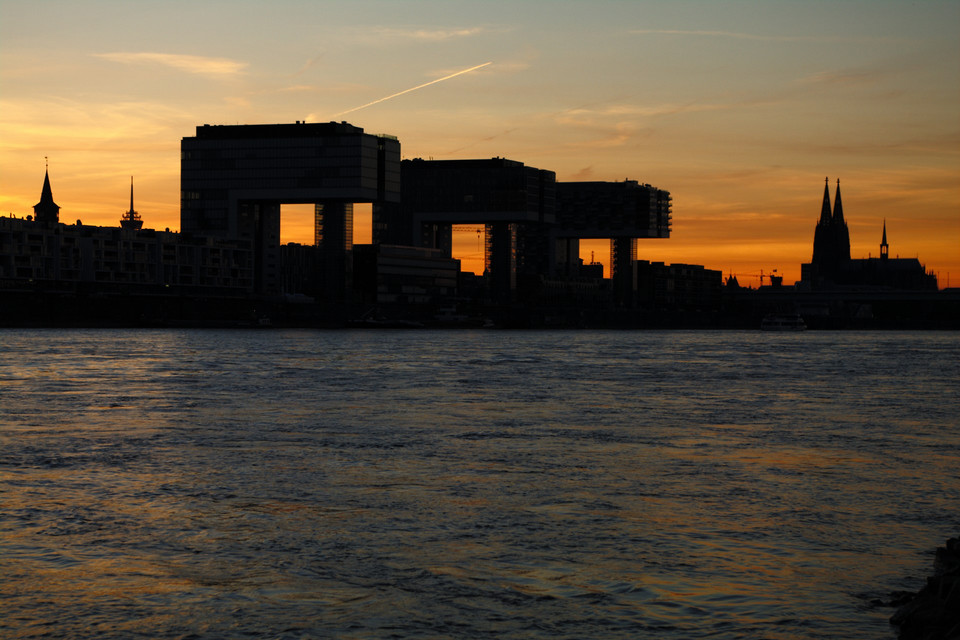 Sonnenuntergang hinter dem Rheinauhafen