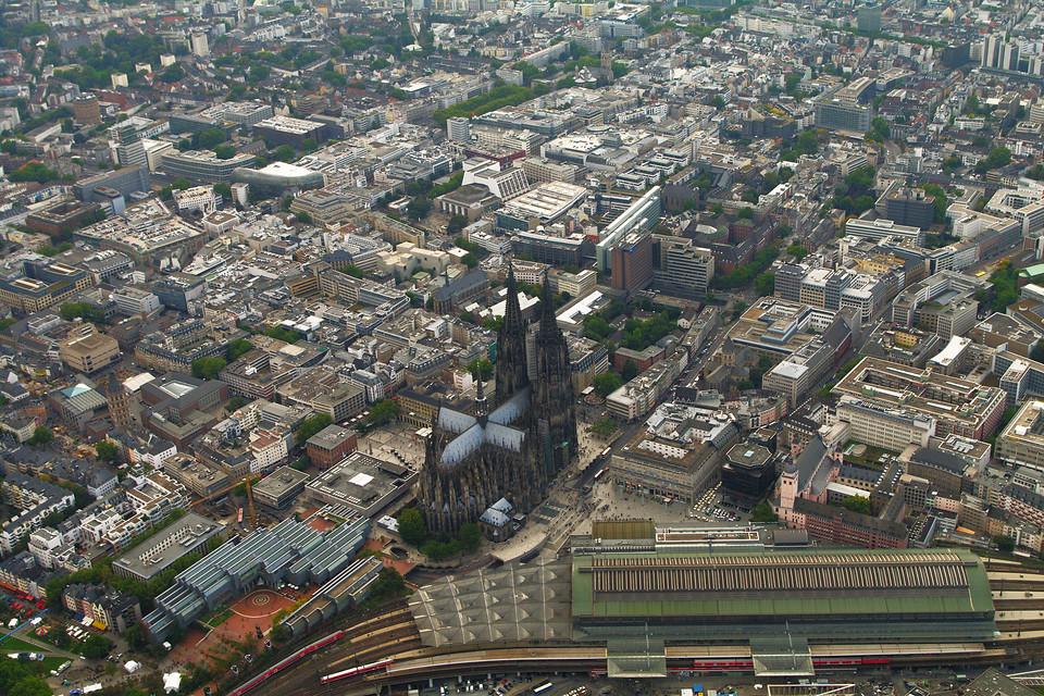 Luftbild Hauptbahnhof, Dom und Innenstadt