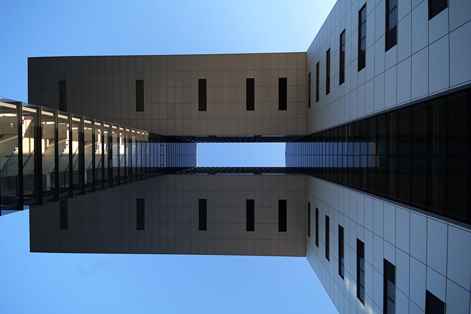 Symmetrie unterm Kranhaus