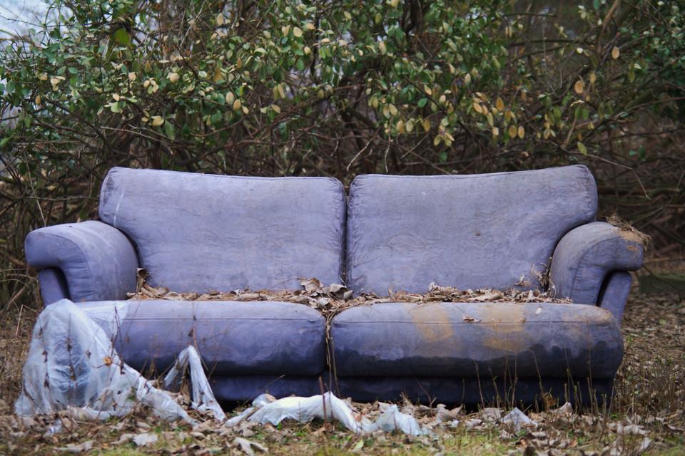 Verlassenes Sofa