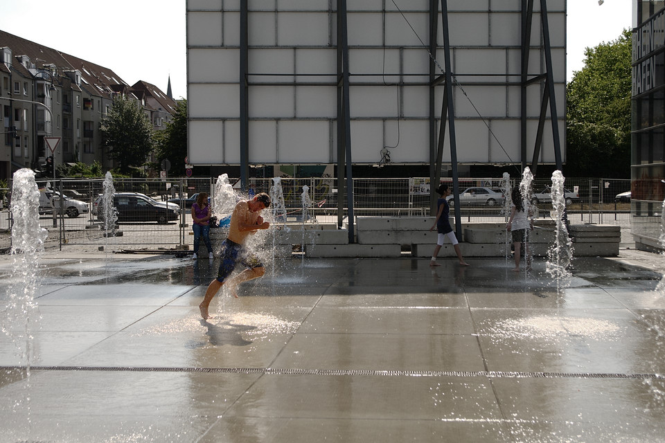 Wasserspiele im Rheinauhafen